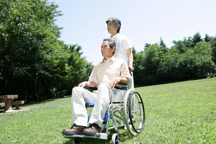 主婦でも高齢者でも、誰でも介護職。