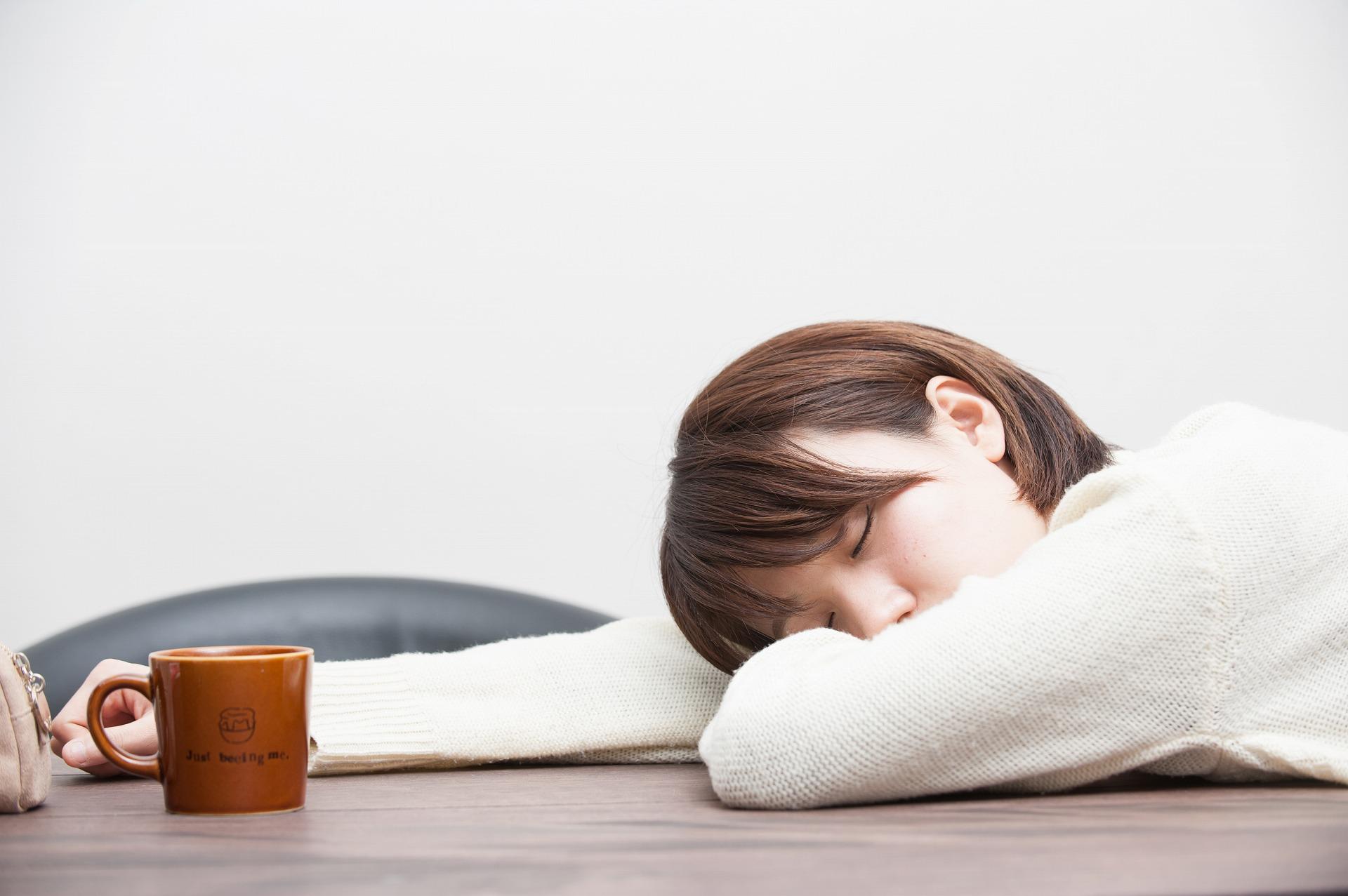 コーヒーを飲んだ後、眠気に襲われ・・・